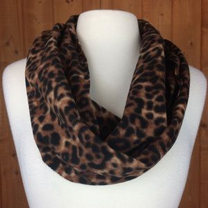 NWT Old Navy Leopard Fleece Infinity Scarf 🧣
